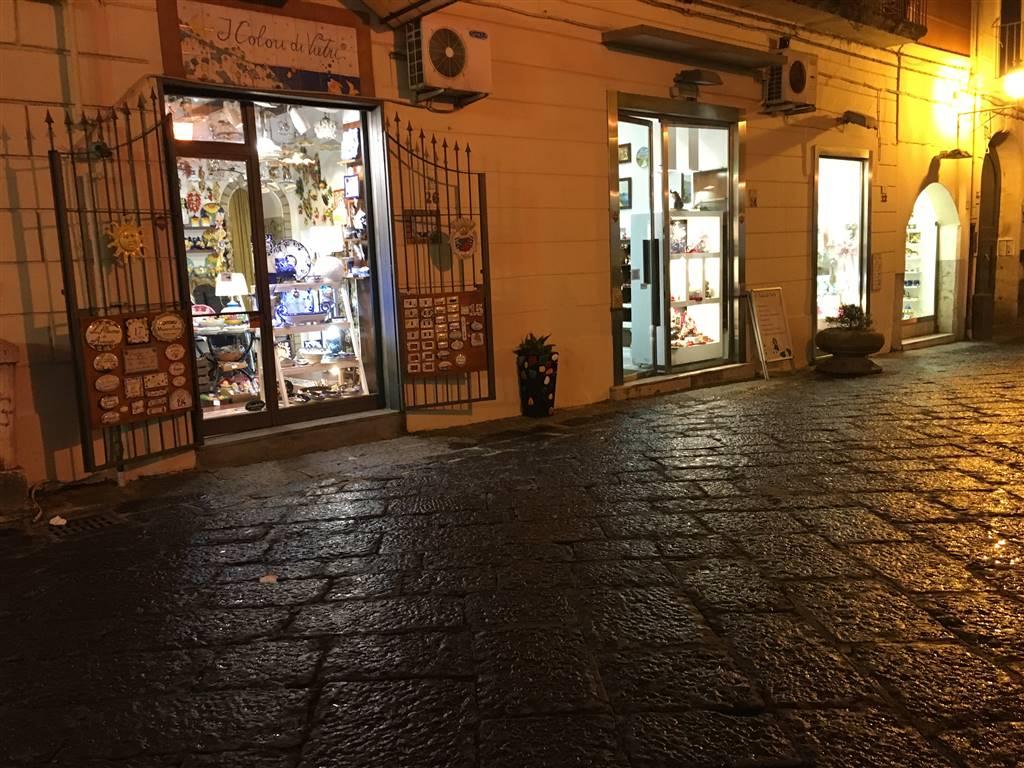 Negozio / Locale in vendita a Caserta, 4 locali, zona Zona: Centro, Trattative riservate | CambioCasa.it