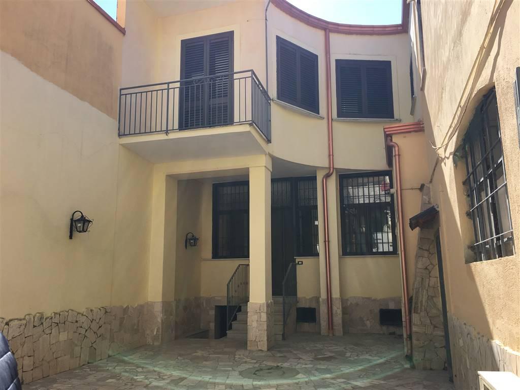Soluzione Indipendente in vendita a Caserta, 3 locali, zona Zona: Centro, prezzo € 200.000 | Cambio Casa.it