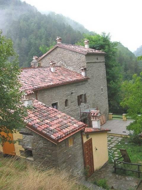 Rustico / Casale in vendita a Tredozio, 10 locali, prezzo € 550.000 | Cambio Casa.it