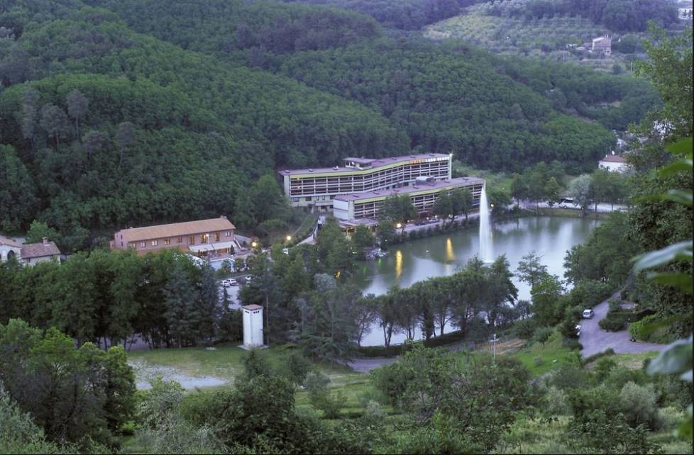 Albergo in vendita a Serravalle Pistoiese, 89 locali, Trattative riservate | CambioCasa.it