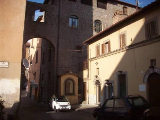 Negozio / Locale in affitto a Viterbo, 2 locali, zona Zona: Centro, prezzo € 1.300 | CambioCasa.it