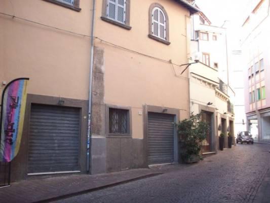 Negozio / Locale in affitto a Viterbo, 2 locali, zona Zona: Centro, prezzo € 650 | CambioCasa.it