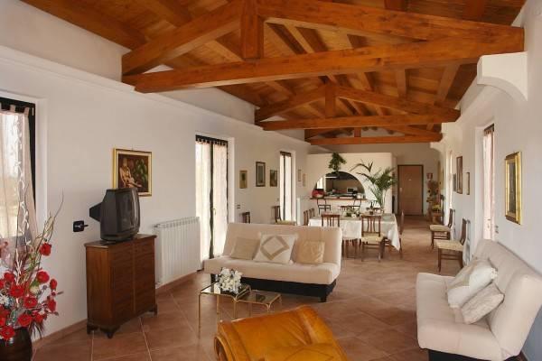 Villa in vendita a Marta, 8 locali, prezzo € 500.000 | Cambio Casa.it