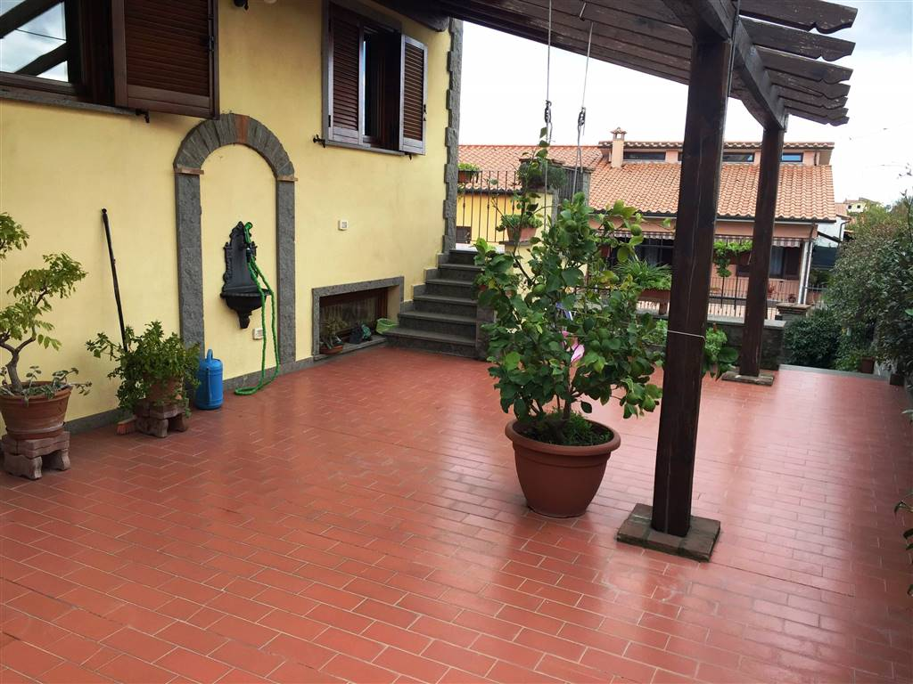 Villa a Schiera in vendita a Vitorchiano, 5 locali, zona Località: PAPARANO, prezzo € 180.000 | CambioCasa.it