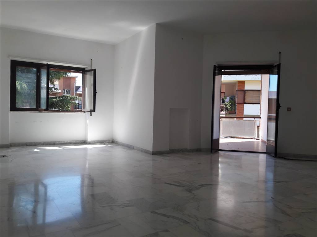 Appartamento in affitto a Viterbo, 5 locali, zona Località: MURIALDO, prezzo € 600   Cambio Casa.it