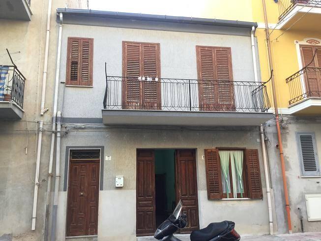 Palazzo / Stabile in Vendita a Licata