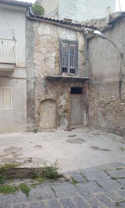 Palazzo-stabile  in Vendita a Licata