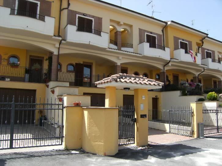 Villa a Schiera in vendita a Bitonto, 5 locali, prezzo € 275.000 | CambioCasa.it
