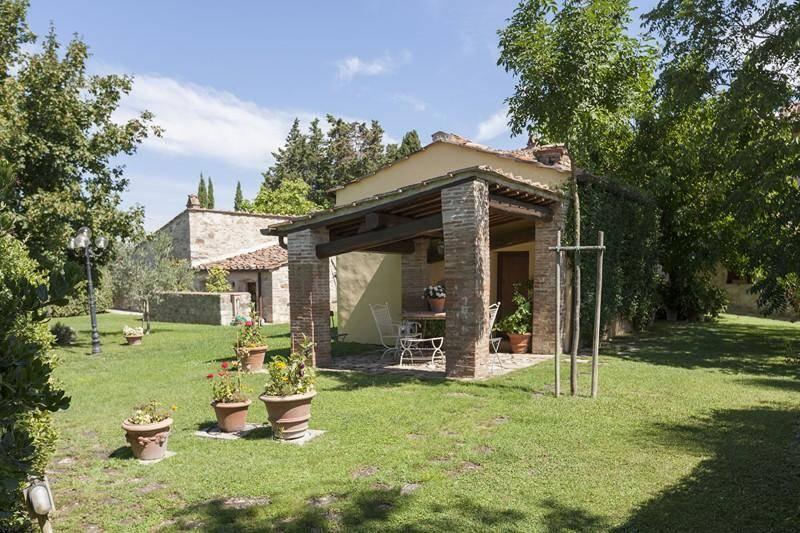 Loggiato: Villa, San Donato In Poggio, Tavarnelle Val Di Pesa, in ottime condizioni