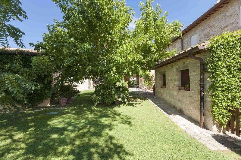 Giardino: Villa, San Donato In Poggio, Tavarnelle Val Di Pesa, in ottime condizioni