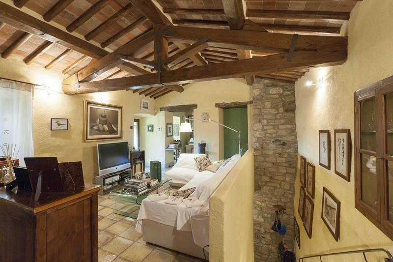 Salotto: Villa, San Donato In Poggio, Tavarnelle Val Di Pesa, in ottime condizioni