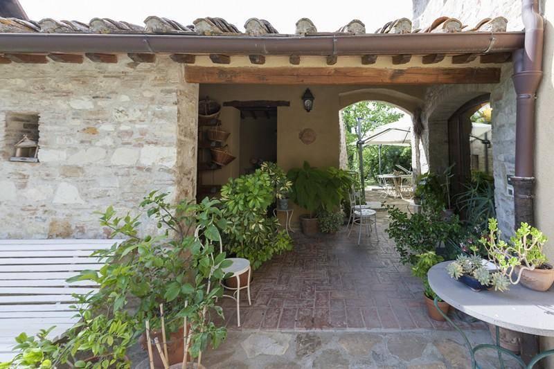 Loggia: Villa, San Donato In Poggio, Tavarnelle Val Di Pesa, in ottime condizioni