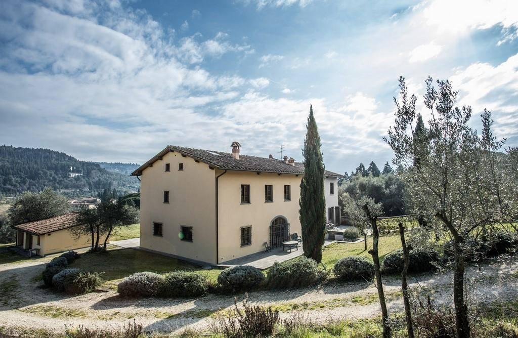 Villa in vendita a Fiesole, 12 locali, zona Località: POGGIO GHERARDO, Trattative riservate   Cambio Casa.it