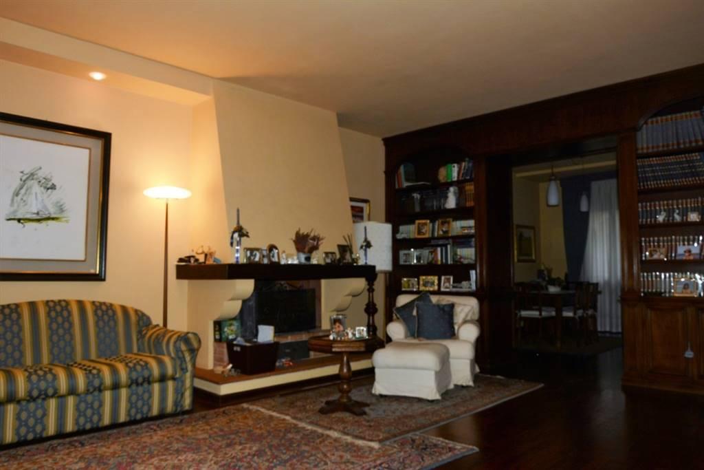 Soluzione Indipendente in vendita a Prato, 9 locali, zona Zona: Pietà, prezzo € 425.000 | CambioCasa.it
