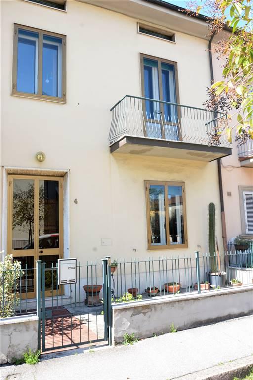 Soluzione Indipendente in vendita a Prato, 7 locali, zona Zona: Valentini, prezzo € 270.000 | CambioCasa.it
