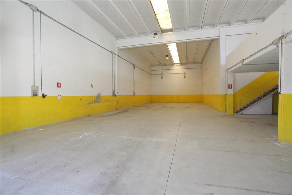 Capannone in vendita a Olbia - Porto Rotondo, 4 locali, zona Zona: Olbia città, prezzo € 375.000 | Cambio Casa.it