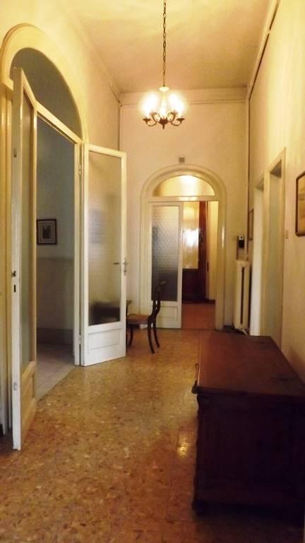 Soluzione Indipendente in vendita a Prato, 8 locali, zona Zona: Pietà, prezzo € 1.500.000 | CambioCasa.it