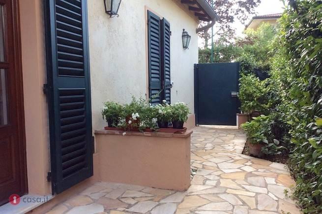 Soluzione Indipendente in vendita a Forte dei Marmi, 5 locali, prezzo € 650.000 | Cambio Casa.it