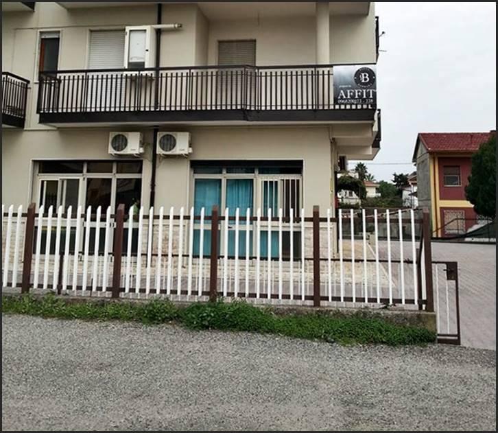 Ufficio / Studio in affitto a Lamezia Terme, 4 locali, zona Zona: Sambiase, prezzo € 450 | Cambio Casa.it