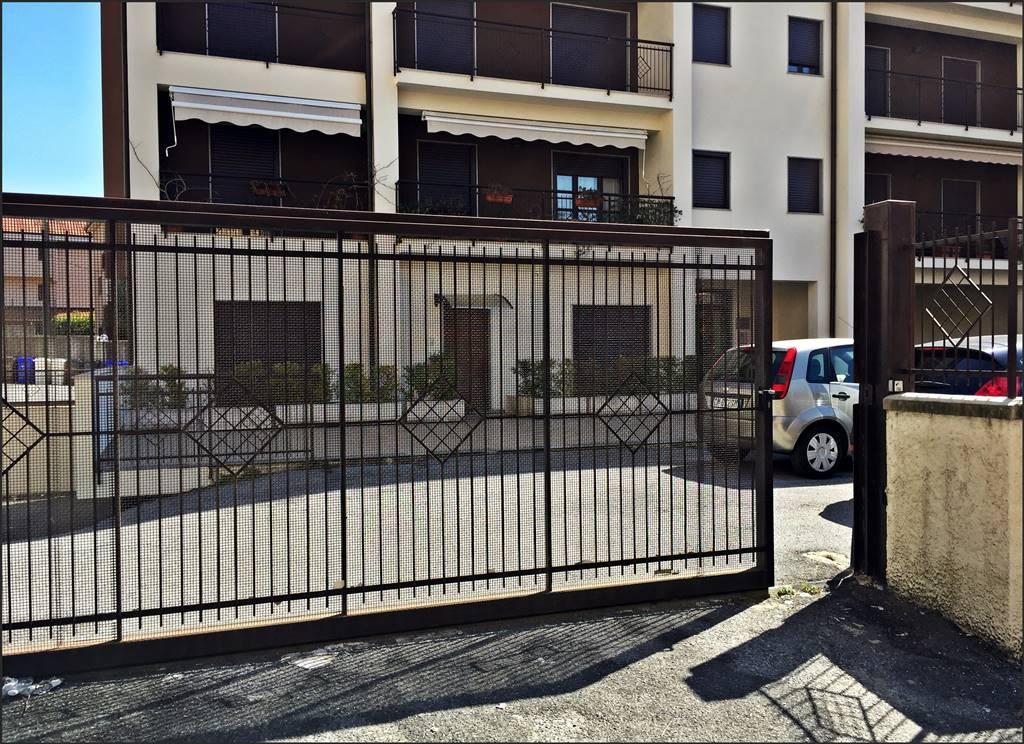 Ufficio / Studio in affitto a Lamezia Terme, 2 locali, zona Zona: Nicastro, prezzo € 450 | Cambio Casa.it