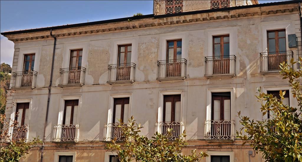 Appartamento in vendita a Lamezia Terme, 5 locali, zona Zona: Nicastro, prezzo € 130.000 | CambioCasa.it