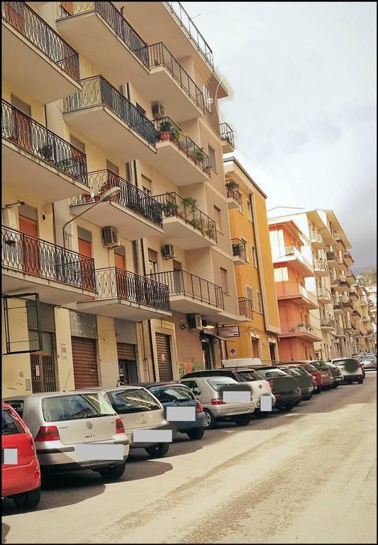 Negozio / Locale in affitto a Lamezia Terme, 1 locali, zona Zona: Nicastro, prezzo € 300 | CambioCasa.it
