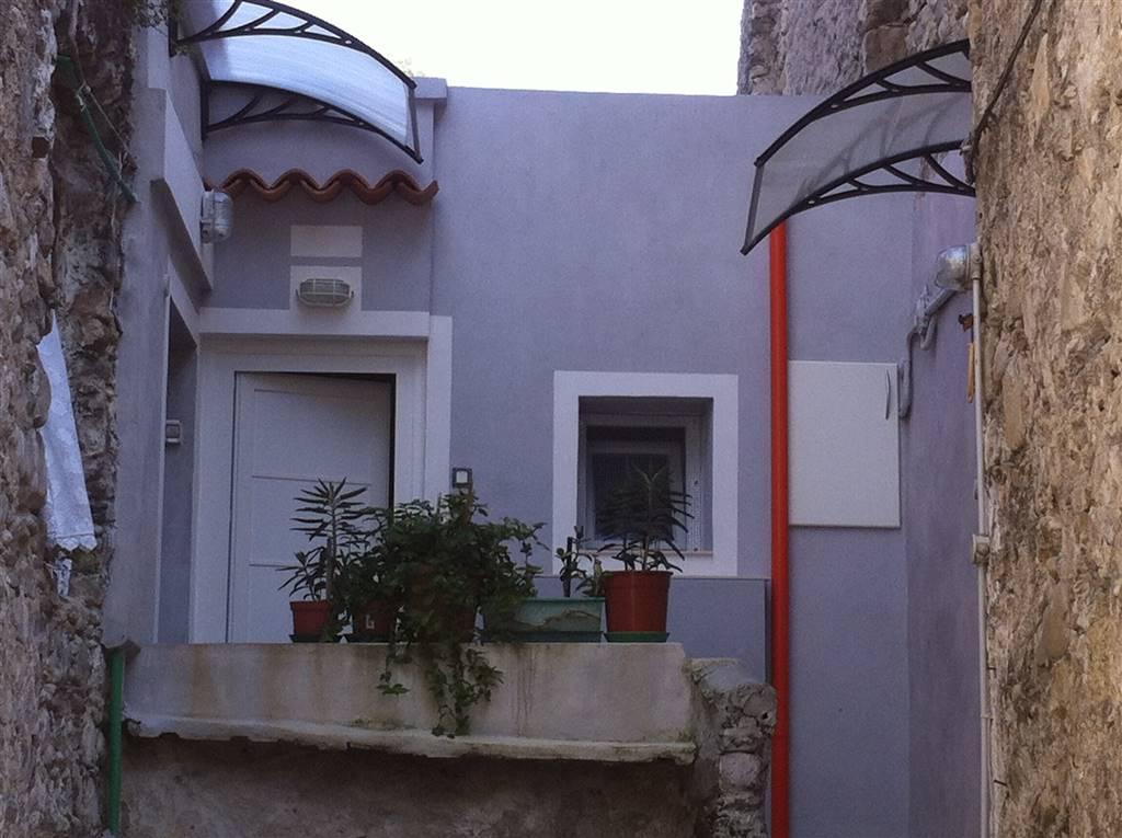 Appartamento in vendita a Ventimiglia, 2 locali, zona Zona: Torri, prezzo € 50.000 | Cambio Casa.it
