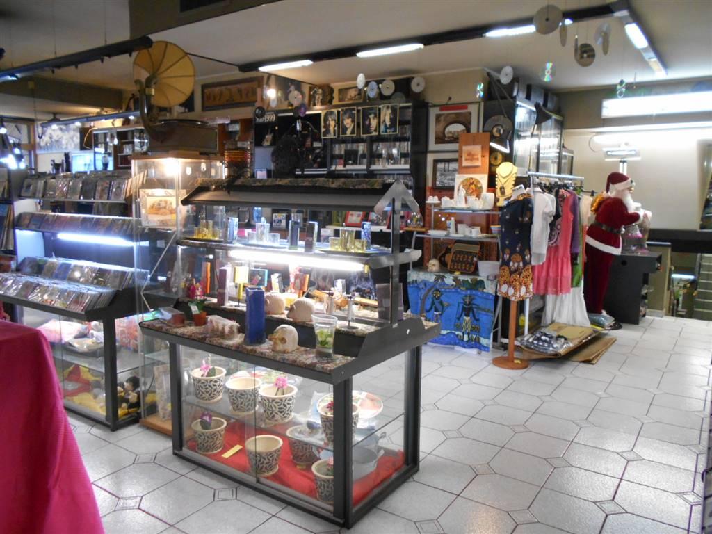 Negozio / Locale in vendita a Ventimiglia, 3 locali, zona Località: CENTRO, prezzo € 650.000 | CambioCasa.it