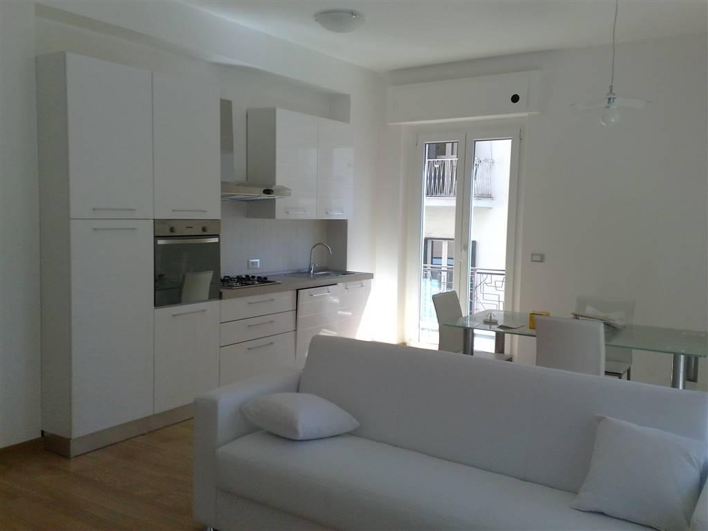 Appartamento in affitto a Pescara, 3 locali, zona Zona: Centro, prezzo € 1.200 | Cambio Casa.it