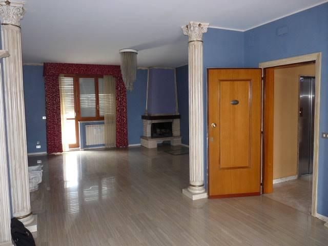 Attico / Mansarda in affitto a Pescara, 5 locali, zona Zona: Zona Colli, prezzo € 900 | Cambio Casa.it