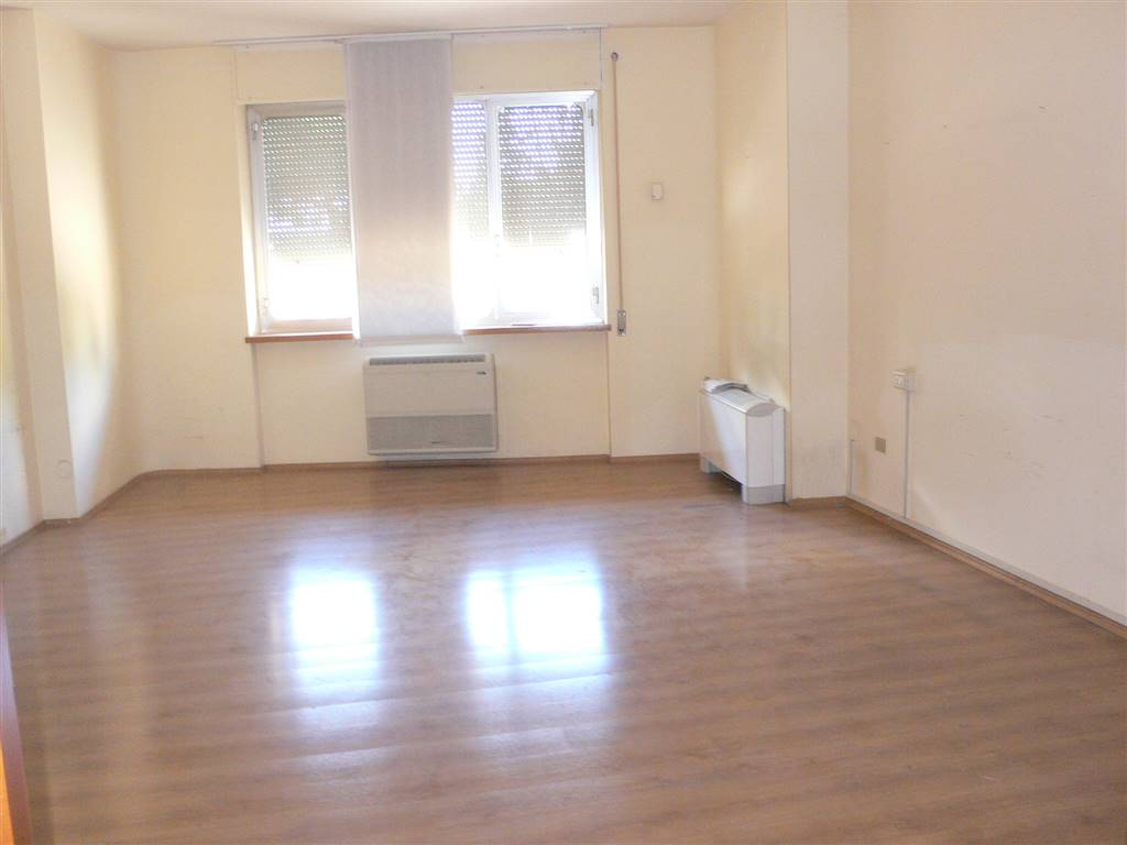 Ufficio / Studio in affitto a Pescara, 6 locali, zona Zona: Centro, prezzo € 1.100 | Cambio Casa.it