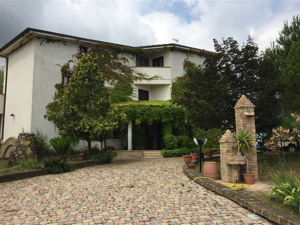 Villa in vendita a Moscufo, 17 locali, prezzo € 450.000   CambioCasa.it