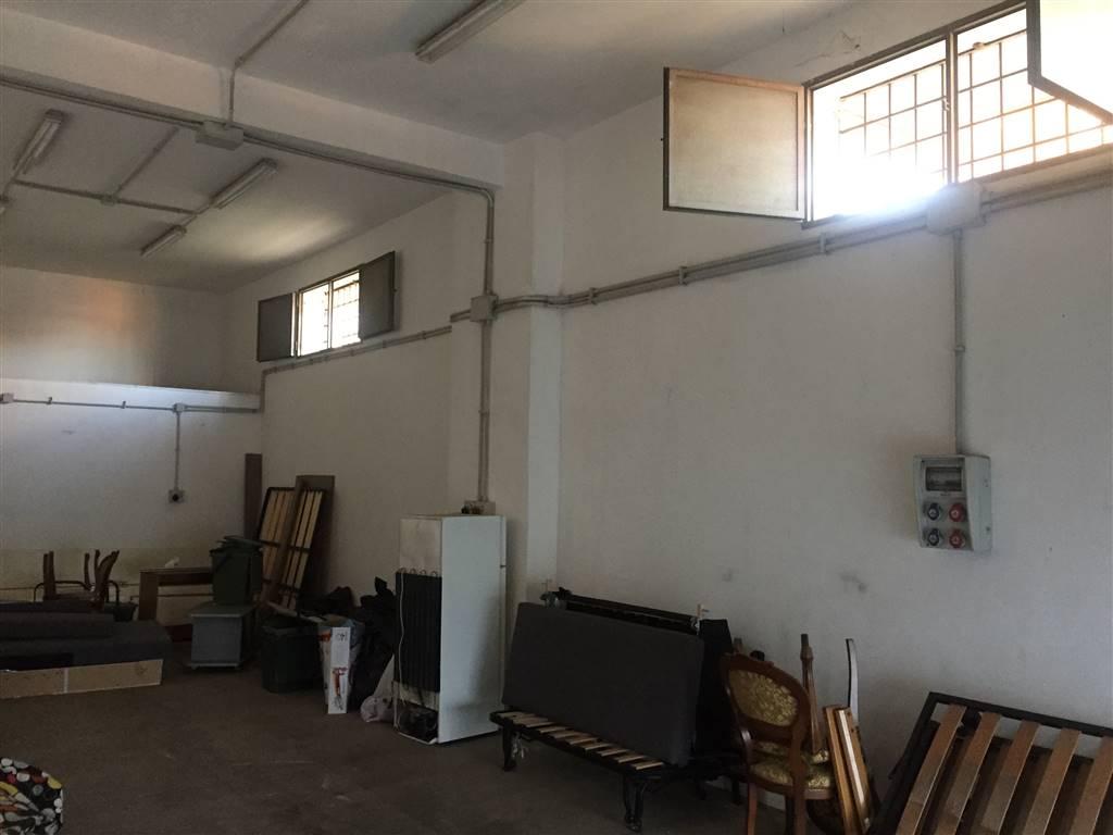 Negozio locale roma affitto 400 euro zona 36 01 02 2017 for Cercasi locale in affitto roma