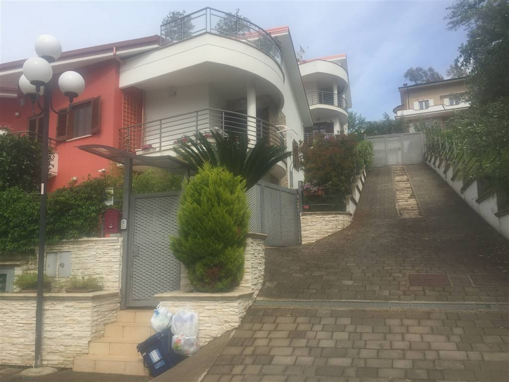 Villa Bifamiliare in Vendita a Rende