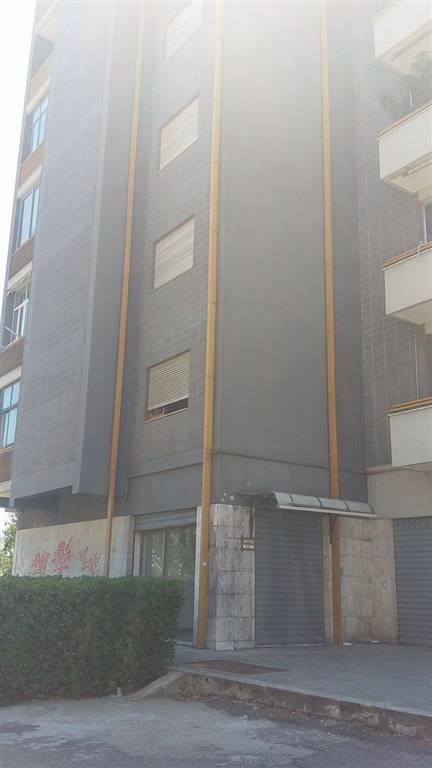 Negozio / Locale in affitto a Rende, 2 locali, zona Zona: Roges, prezzo € 395 | Cambio Casa.it