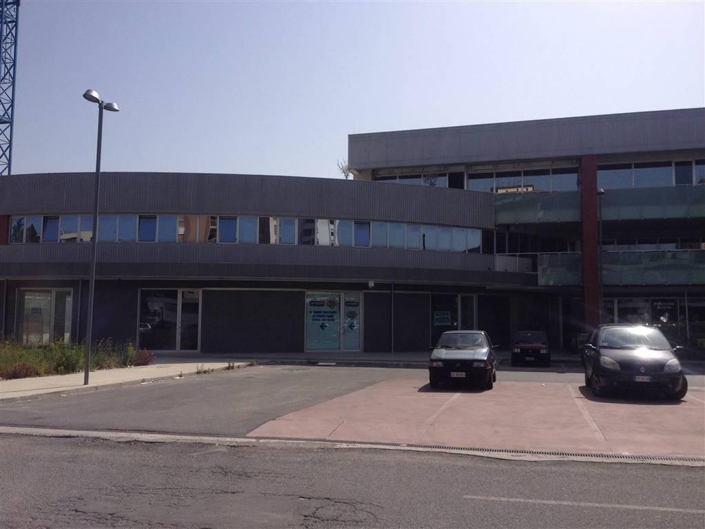 Ufficio / Studio in affitto a Rende, 9 locali, zona Località: COMMENDA, prezzo € 1.800 | Cambio Casa.it