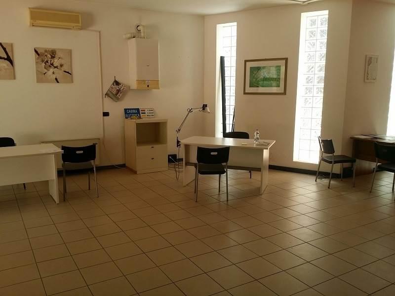 Ufficio / Studio in Affitto a Falconara Marittima
