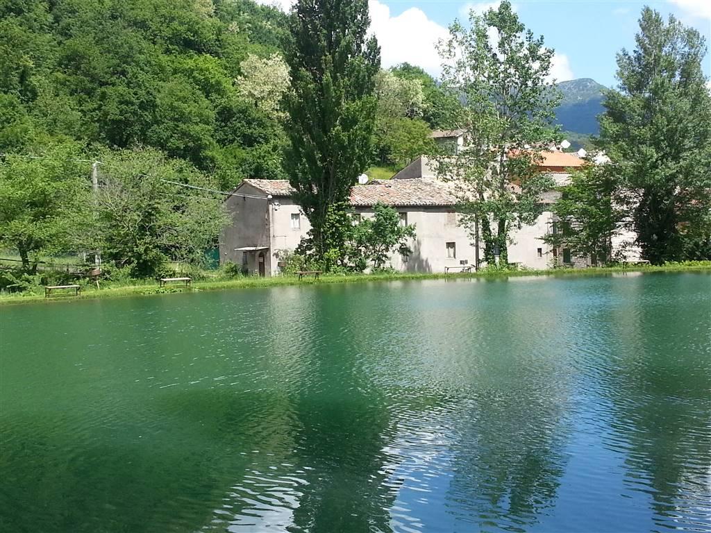 Rustico / Casale in vendita a Scheggia e Pascelupo, 4 locali, zona Località: SCHEGGIA, prezzo € 85.000 | CambioCasa.it