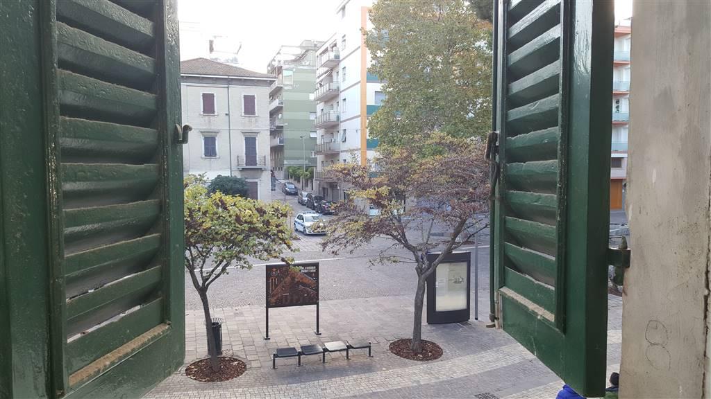 Ufficio / Studio in affitto a Falconara Marittima, 4 locali, zona Zona: Centro, prezzo € 600   CambioCasa.it