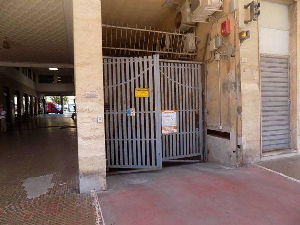 garage-Box-posto auto  in Vendita a Cecina