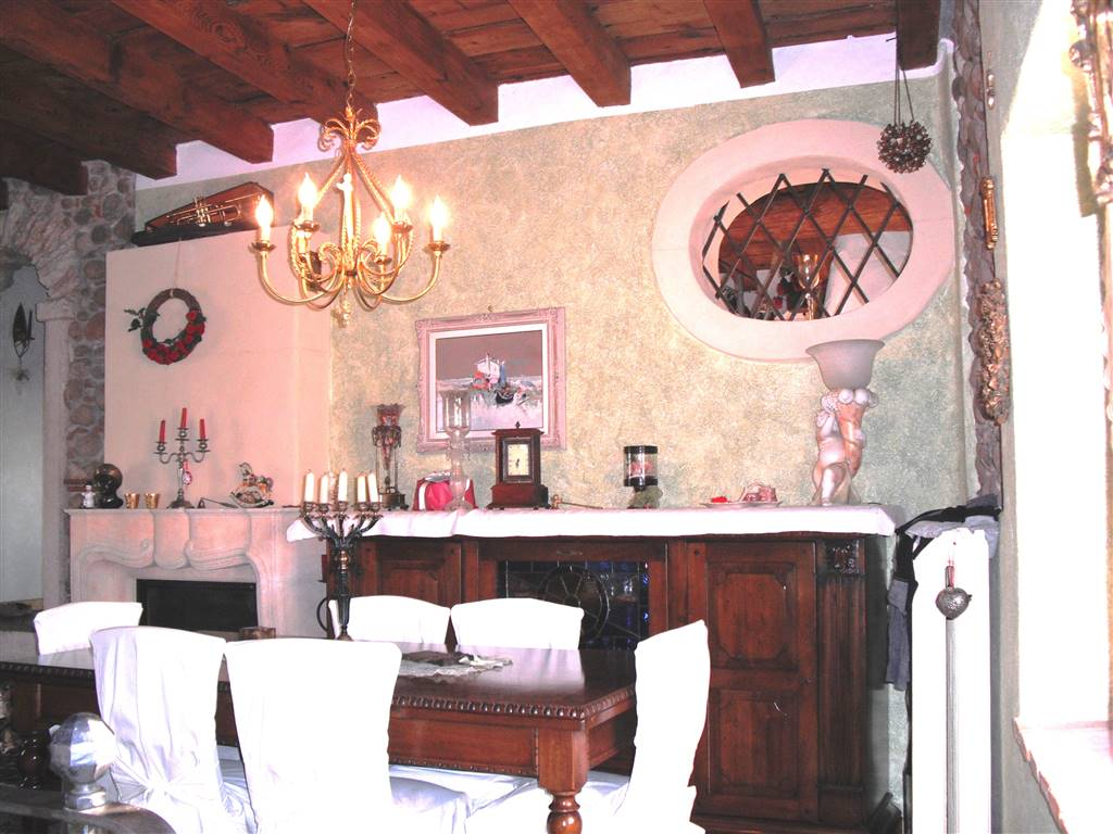 Rustico / Casale in vendita a Sant'Ambrogio di Valpolicella, 6 locali, zona Zona: Domegliara, prezzo € 240.000 | Cambio Casa.it