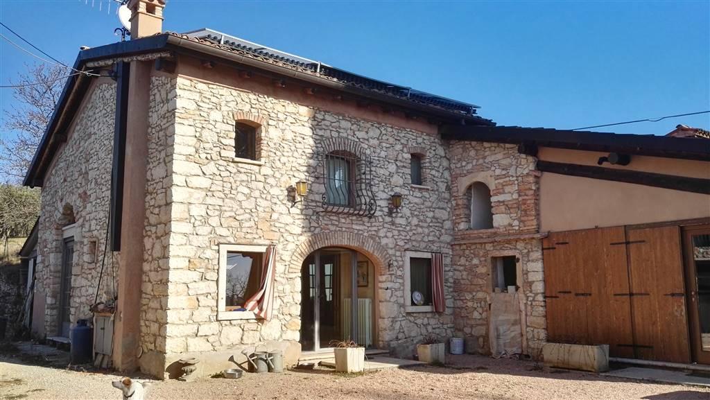 Rustico / Casale in vendita a Grezzana, 9 locali, prezzo € 550.000 | Cambio Casa.it