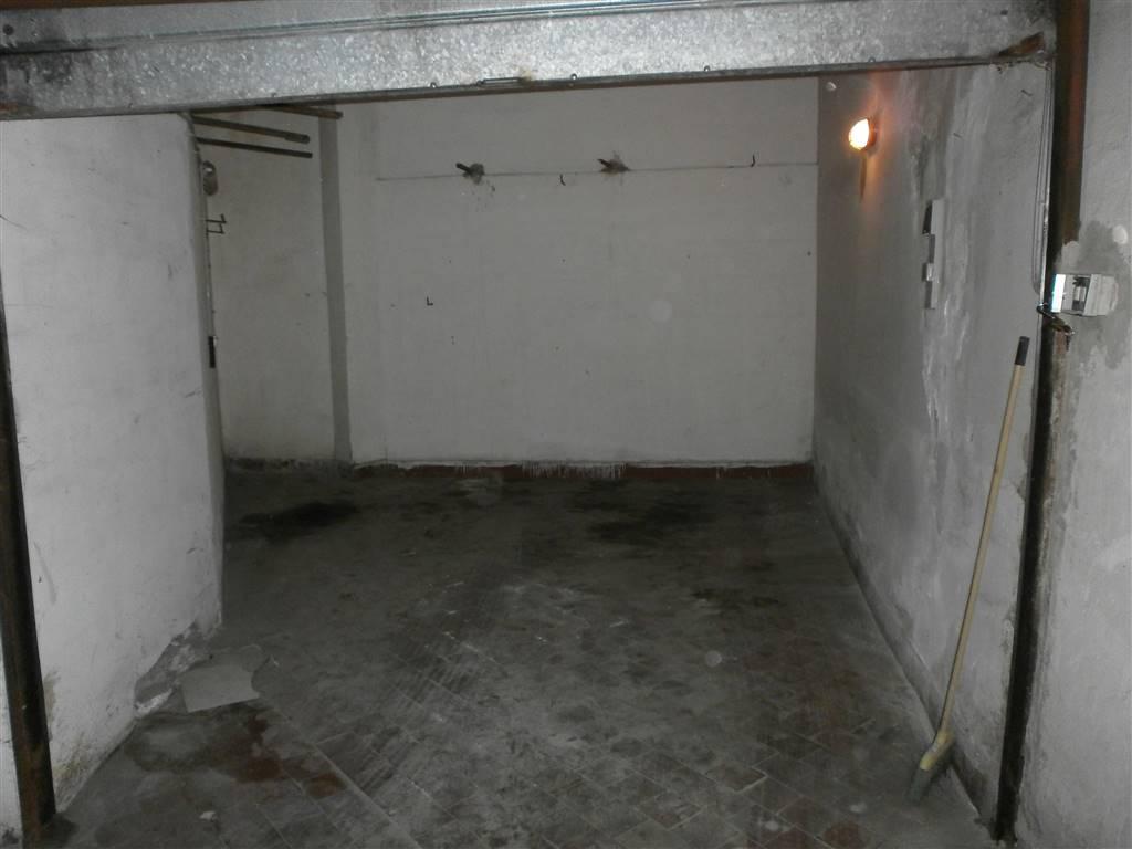 garage-Box-posto auto  in Vendita a Castellammare Di Stabia