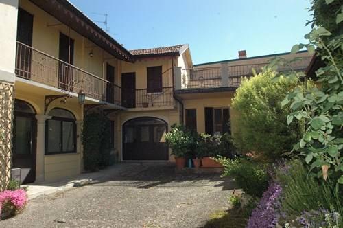 Soluzione Indipendente in vendita a Vedano Olona, 7 locali, prezzo € 270.000 | CambioCasa.it