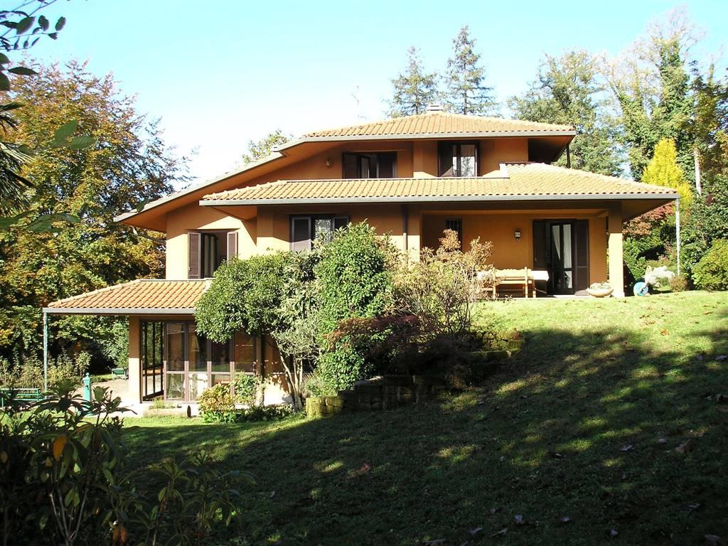 Villa in vendita a Tradate, 8 locali, prezzo € 830.000 | CambioCasa.it
