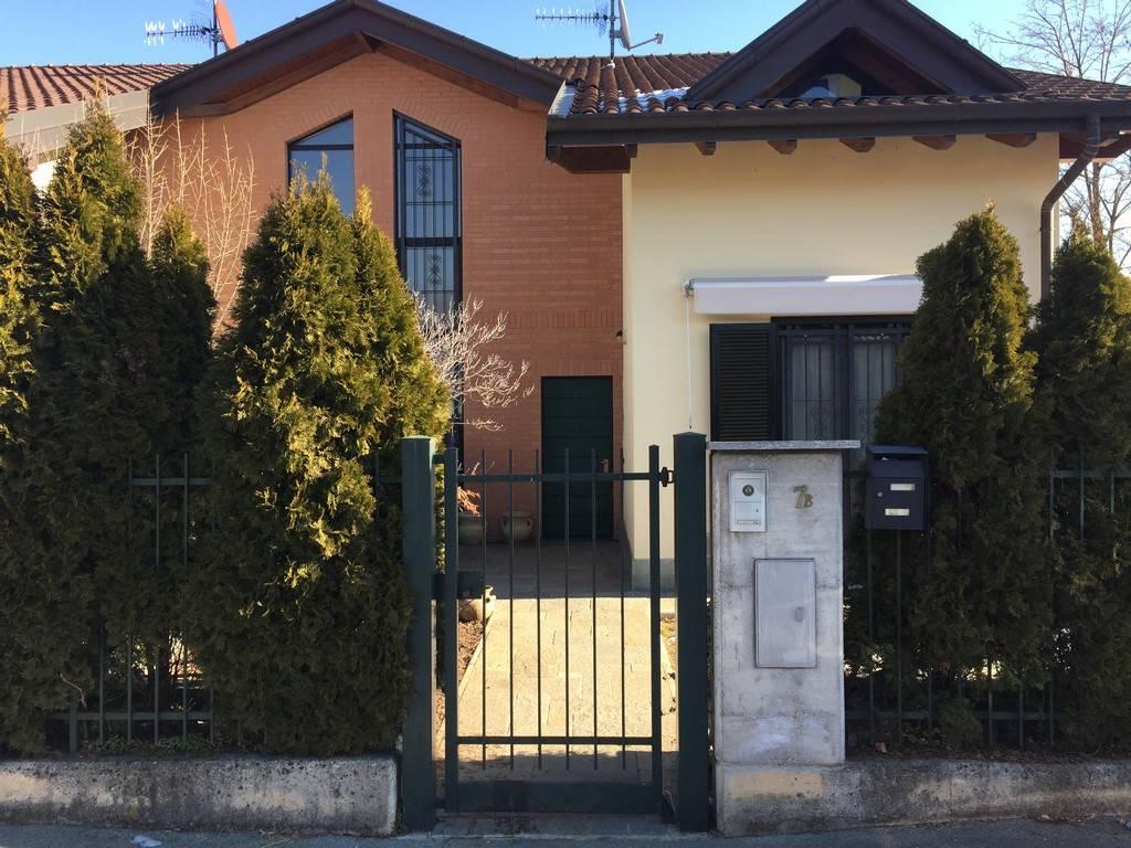 Villa Bifamiliare in Vendita a Daverio