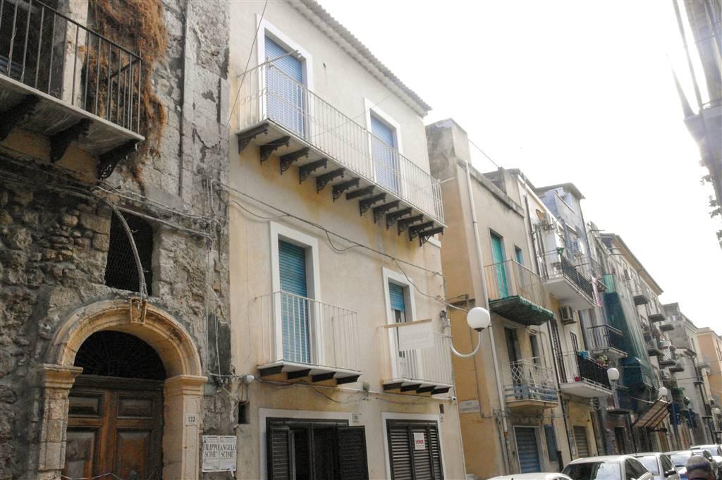 Palazzo / Stabile in vendita a Gela, 5 locali, zona Località: CENTRO STORICO, prezzo € 65.000 | CambioCasa.it