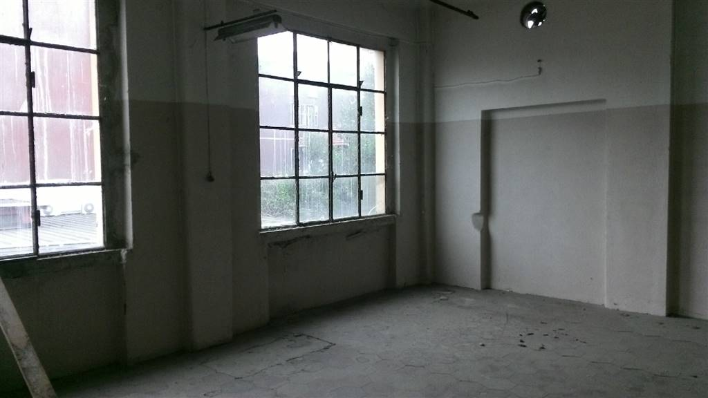 Capannone milano vendita 800 mq doppi servizi for Case con stanze nascoste in vendita