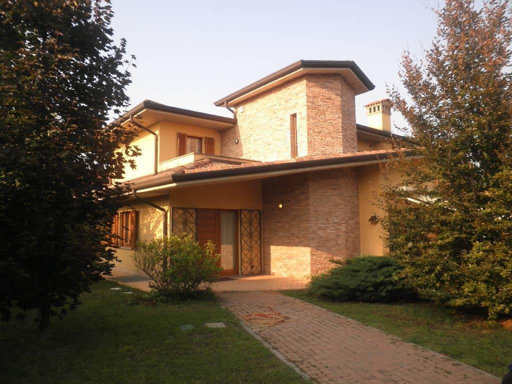 Villa in vendita a Treviglio, 10 locali, prezzo € 1.200.000 | CambioCasa.it