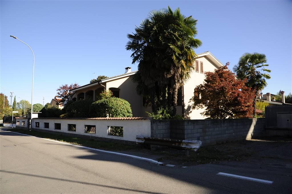 Villa in vendita a Cisliano, 8 locali, prezzo € 750.000 | CambioCasa.it